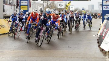 The start of the women's race in Louisville - 2013 Cyclocross World Championships © Brian Nelson / Cyclocross Magazine