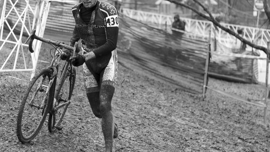 O'Keefe running to a near two-minute victory in the D2s. © Cyclocross Magazine