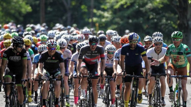 Plenty of familiar faces lined up at the start of the Grand Fundo. © Meg McMahon
