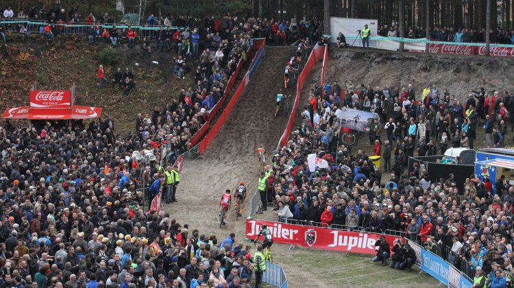 Spectators at Zonhoven were rewarded with some tight racing action. © Bart Hazen