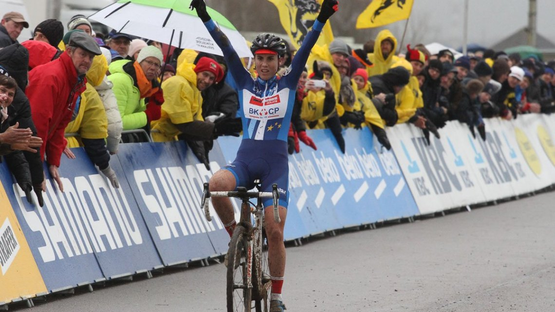 Sanne Cant with time to celebrate. 2015 Koksijde World Cup Women. © B. Hazen / Cyclocross Magazine