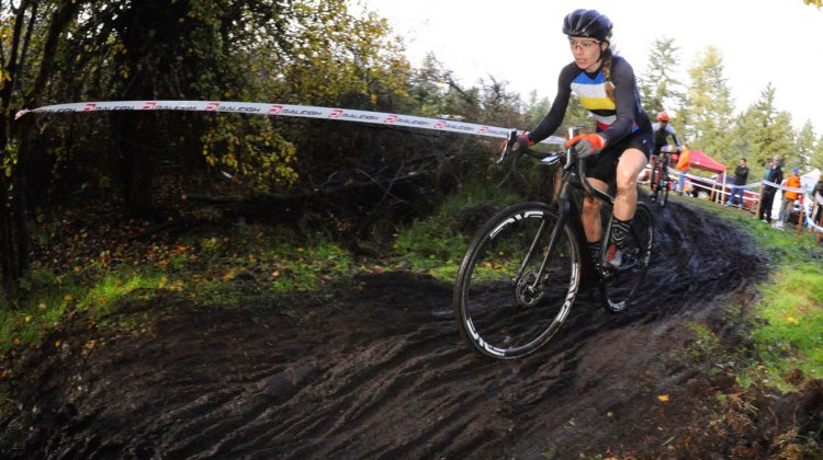 Tricia Fleischer was able to outsprint MFG Cyclocross Series rival Kristen Kelsey for the victory at North 40 CX. © Geoffry Crofoot