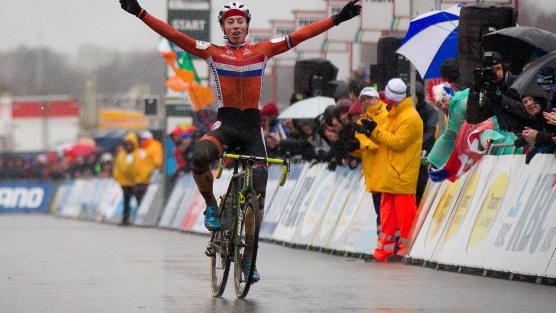 Jens Dekker of the Netherlands takes the 2016 Junior Men's World Championship in Zolder. © Pieter Van Hoorebeke / Cyclocross Magazine
