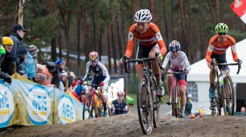 Sophie de Boer was in control early in the race. © Pieter Van Hoorebeke / Cyclocross Magazine