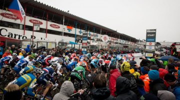 The start of the penultimate race of the weekend: the U23 men. © Pieter Van Hoorebeke / Cyclocross Magazine