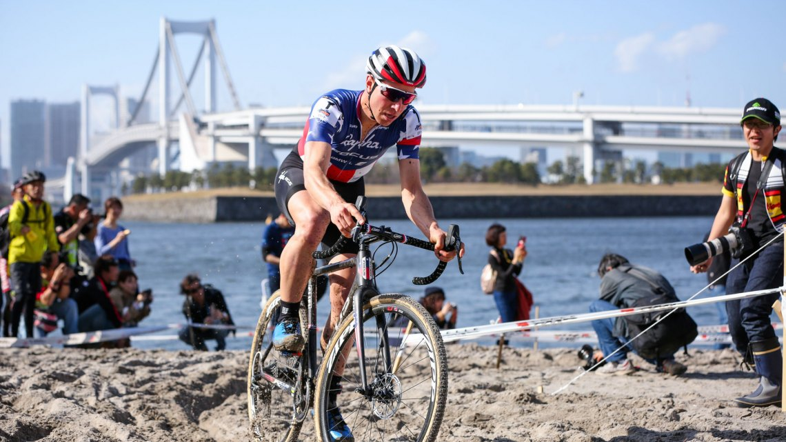 High temperatures seemed to effect Jeremy Powers during the first half of the race. 2016 Cyclocross Toko © Kei Tsuji