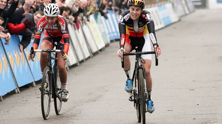 Sanne Cant sprinted through the line and didn't celebrate on her way to narrowly winning the 2016 Soudal Scheldecross women's race. Antwerp. © B. Hazen / Cyclocross Magazine
