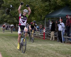Keith Hillier (Marco Pro-Strava) wins the race 2011 Sacramento Cyclocross Series, Round 4