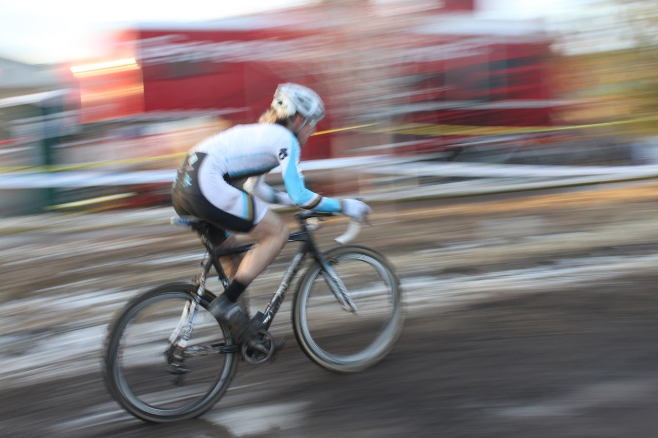 Molly Cameron, chasing solo. Masters 30-34. ?  Cyclocross Magazine.