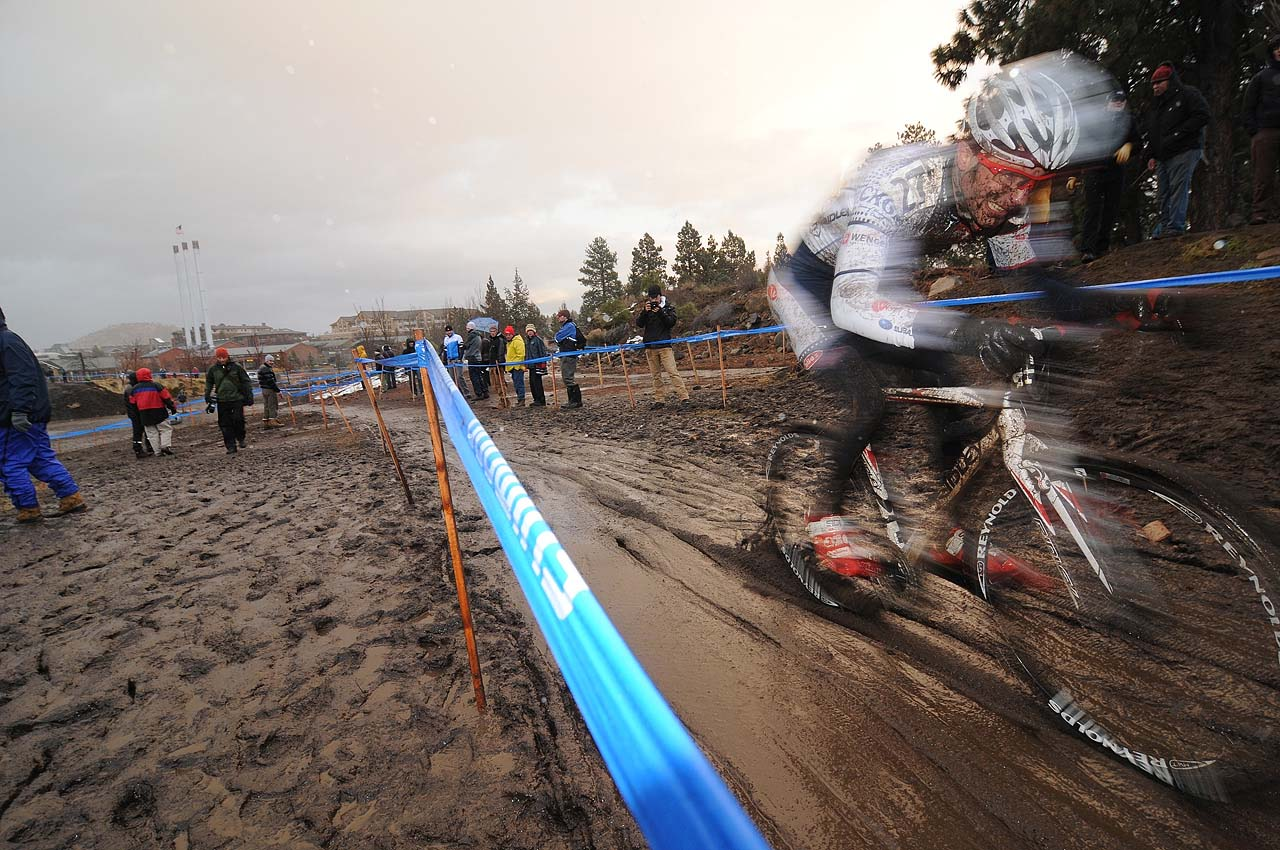 A blur of mud, speed and grit © Steve Anderson