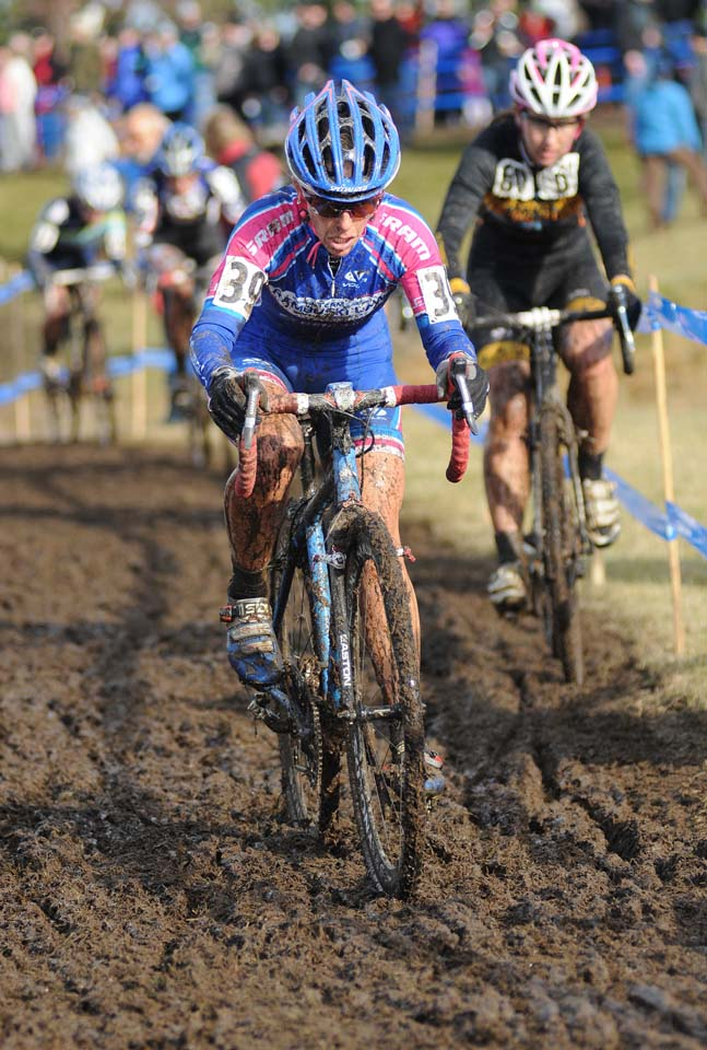 Katrina Baumsteiger keeps a high pace through the muddy slog © Steve Anderson