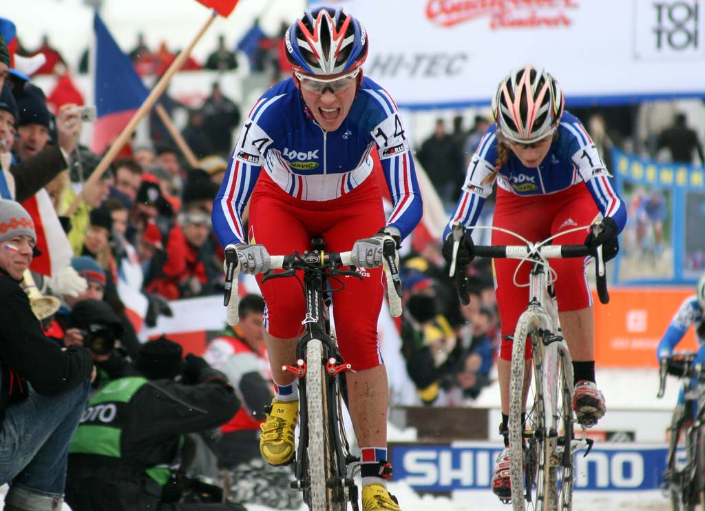 Caroline Mani (l) and Ferrand-Prevot work to regain momentum after the barriers. ? Bart Hazen