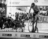 Sven Nys bunnyhops the planks in Tabor Part 1 © Joe Sales
