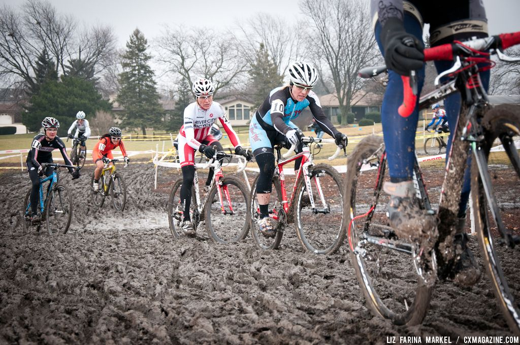 The mud proved challenging from the first lap. ©Liz Farina Markel