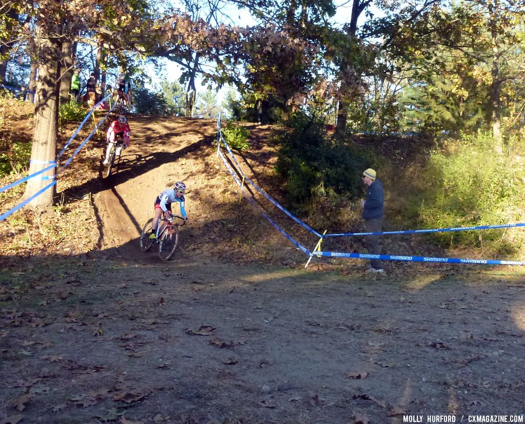 Lindine on the steep down hill. © Cyclocross Magazine