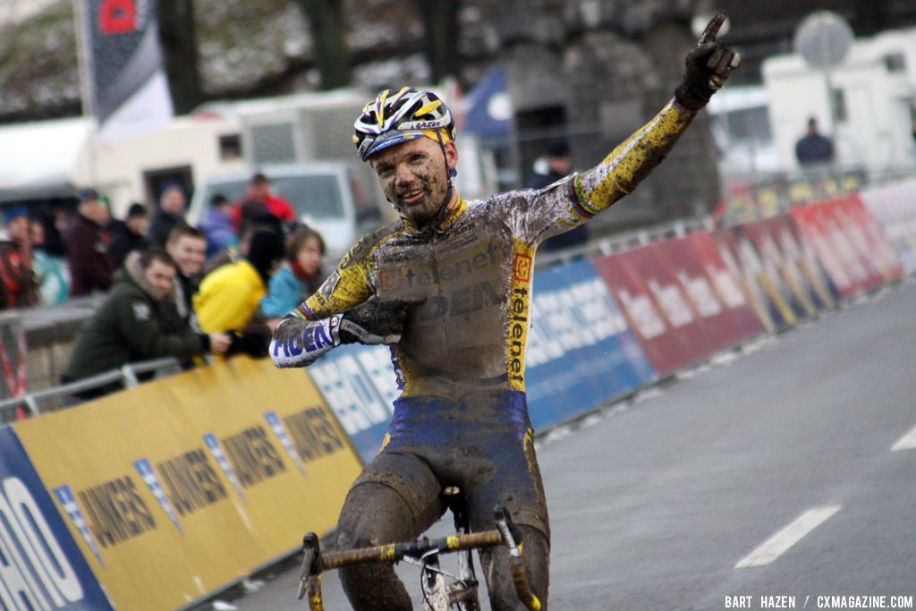 Arnaud Jouffroy takes the win in the U23 race in Namur © Bart Hazen