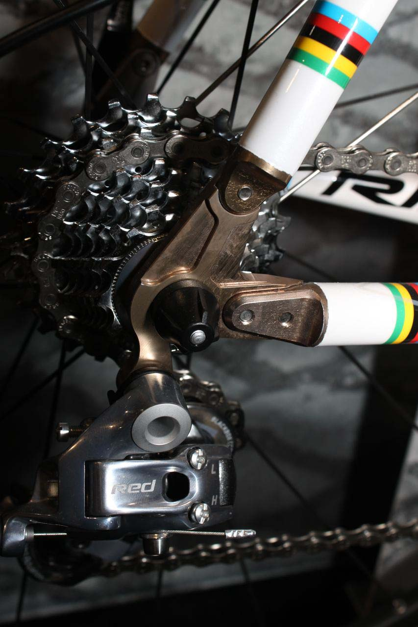 The X-Night features replaceable dropouts, just in case. © Cyclocross Magazine