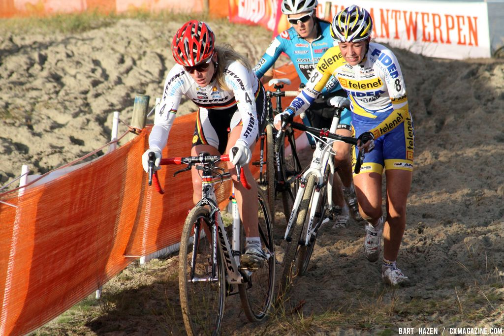 Kupfernagel leads chasing group with De Boer and Day © Bart Hazen