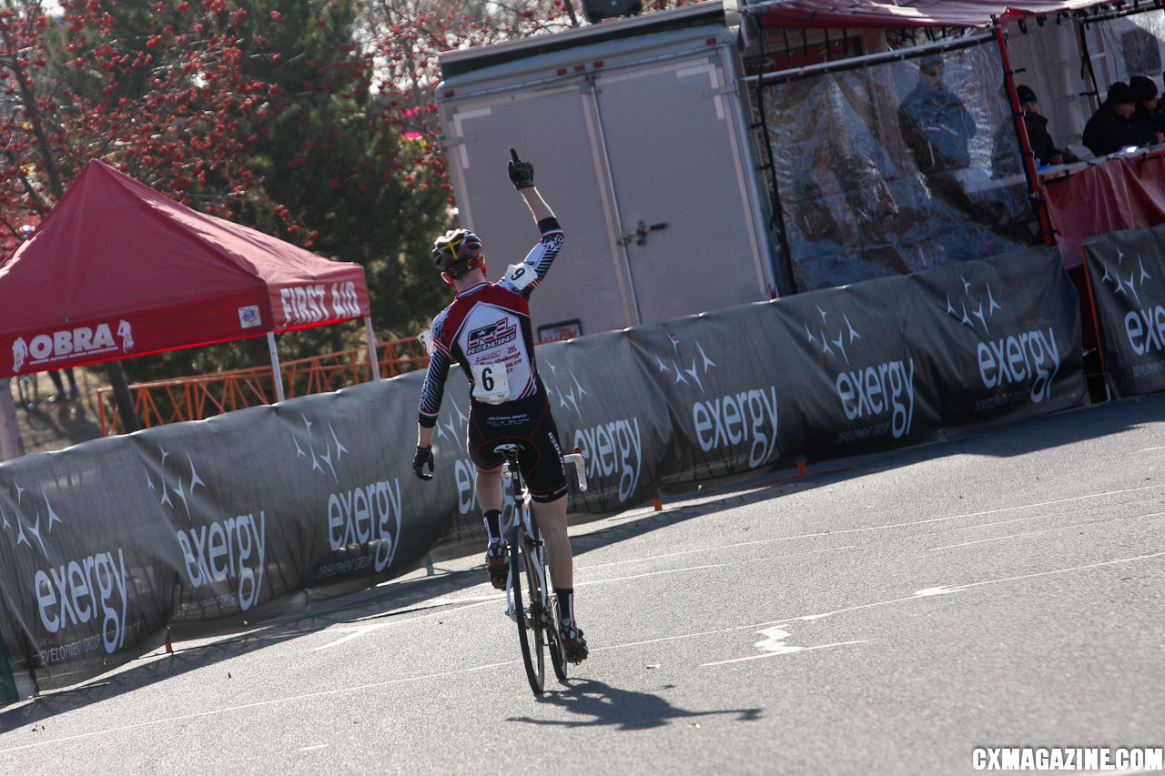 Washington\'s Logan Owen celebrates his win in the Junior 17-18 race. ©Pat Malach