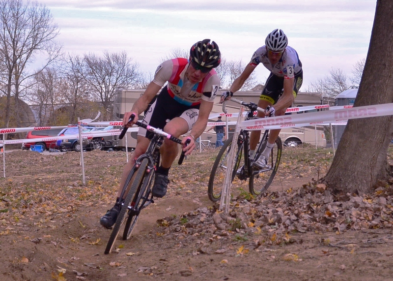 Jeremy Powers leads Ryan Trebon near the end of the race.©Amanda Wakeling