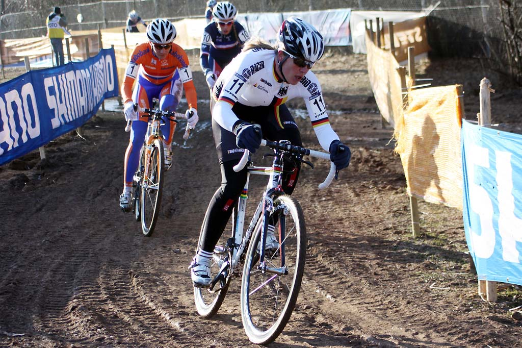 Hanka Kupfernagel leads Vos, Ferrand Prevot and Compton riding together early in the race. © Bart Hazen