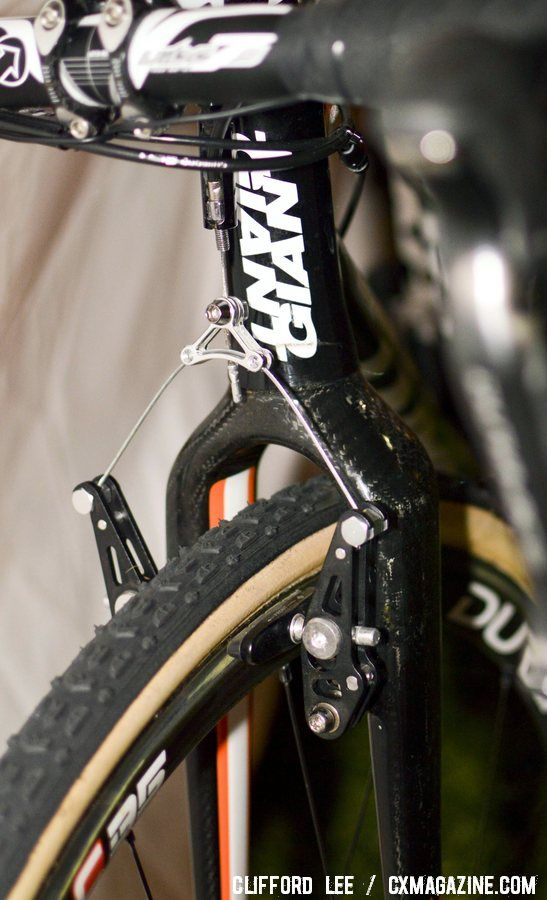 The long-arm Giant low-profile cantilever brake stops the entire team. © Cyclocross Magazine