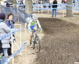 Erin Donohue leaves the pit with a clean bike. © Cyclocross Magazine