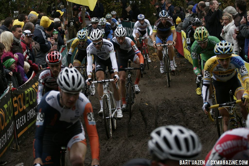 Niels Albert got caught in the pack when he missed his pedal © Bart Hazen
