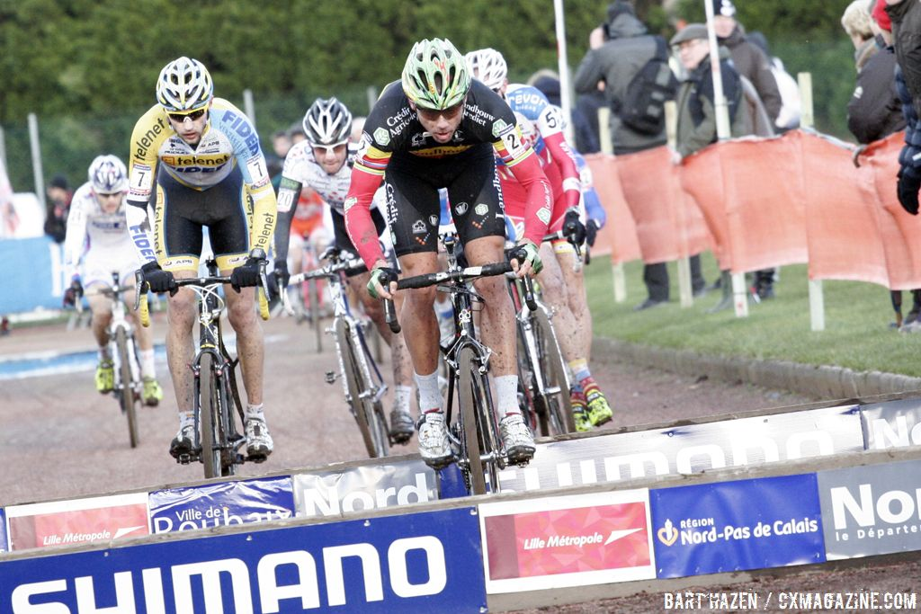 Sven Nys leading the chase © Bart Hazen