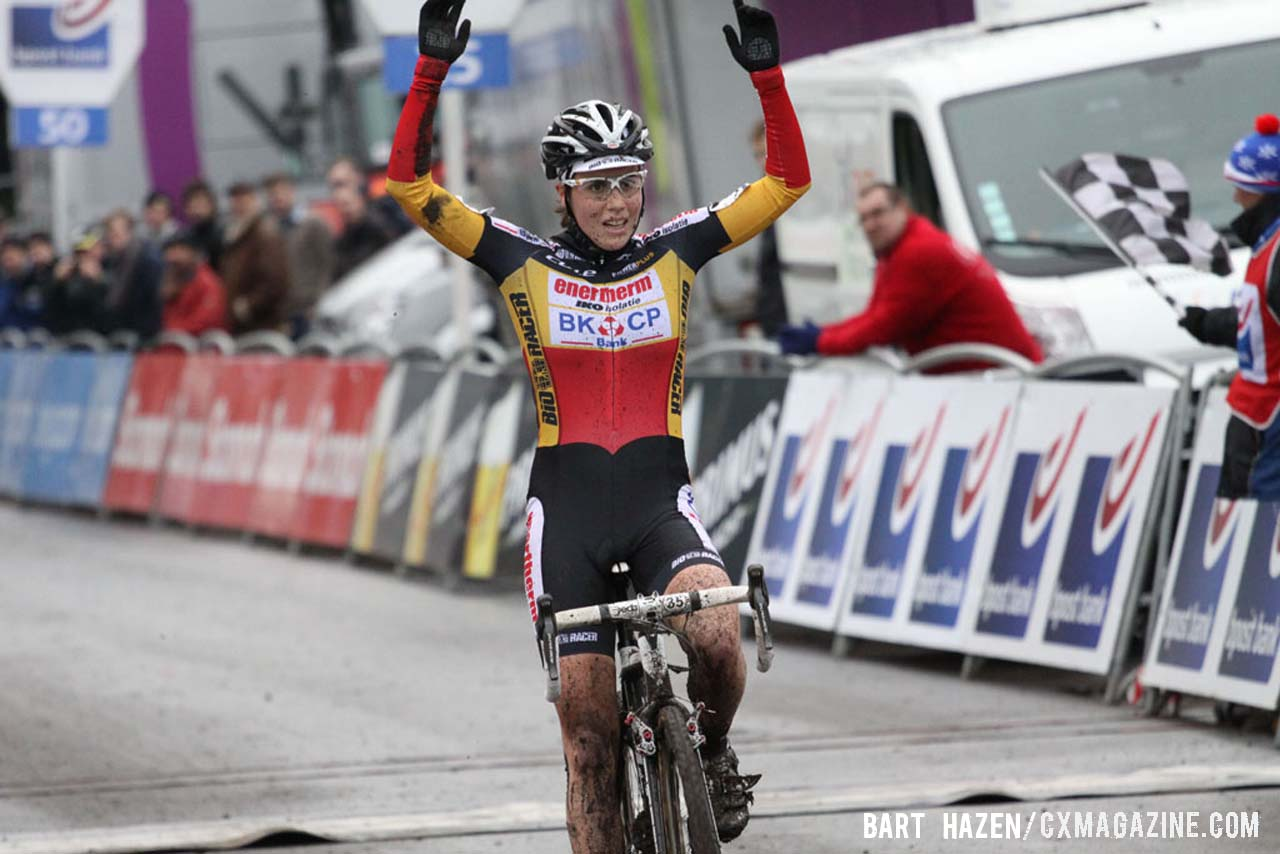 Sanne Cant (Enertherm-BKCP) was the winner at the Essen edition of the 2013 Bpost bank trofee. © Bart Hazen / Cyclocross Magazine