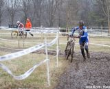 Geraldine Schulz (Bio Wheels Racing) fights to keep Shannon Gibson at bay.   ©Brian Nelson