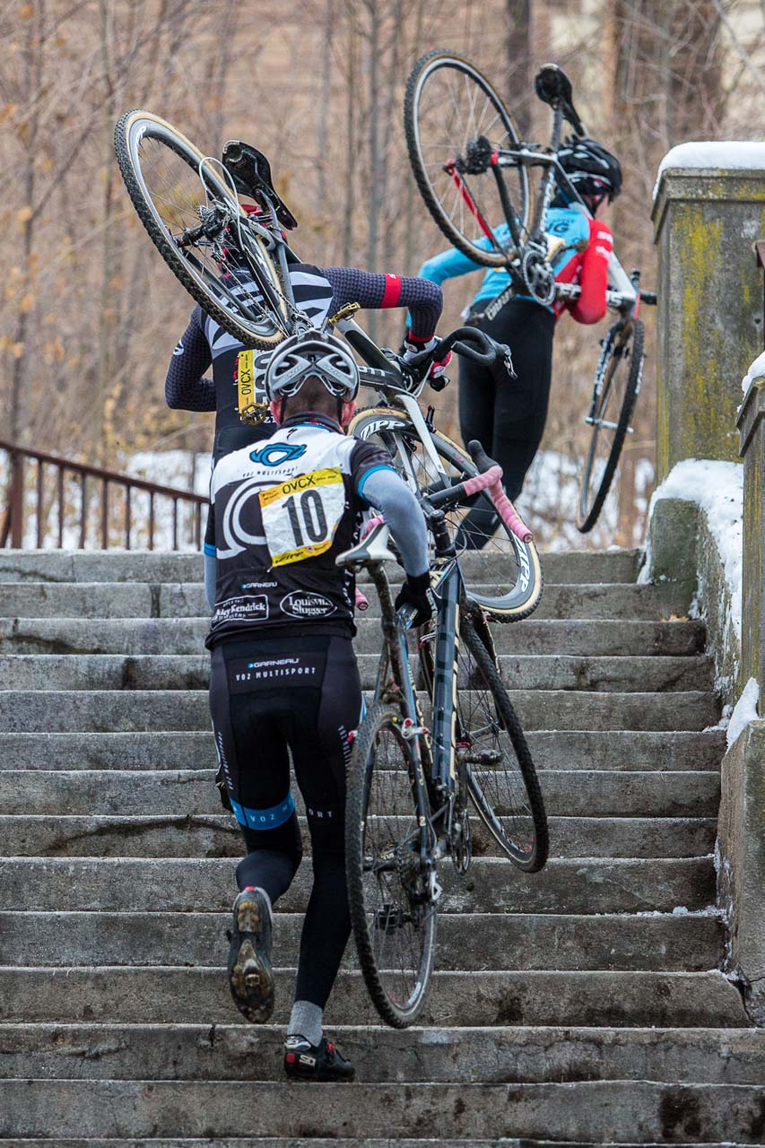 The Elite Men tackle the steps. © Kent Baumgardt