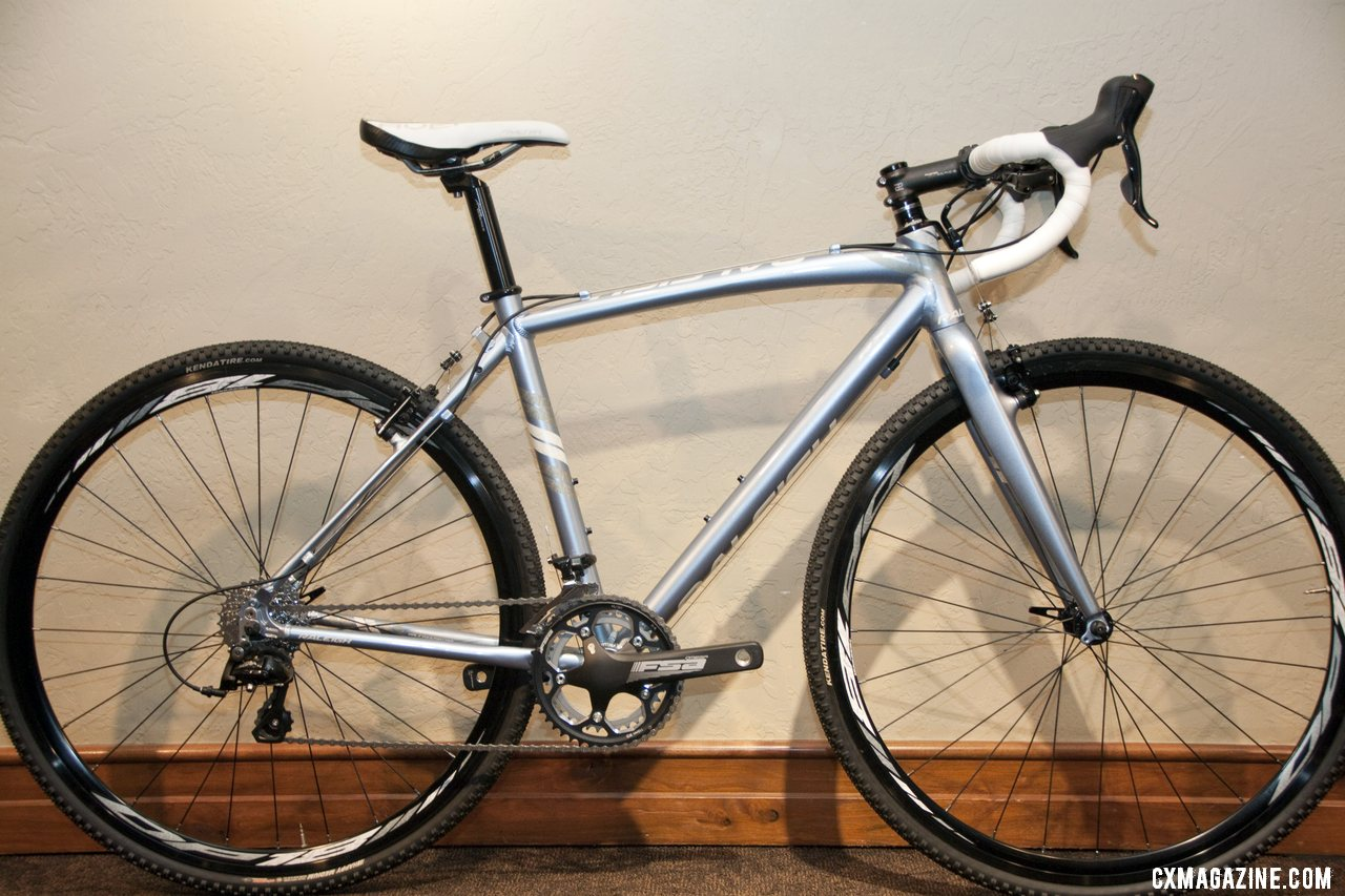 Raleigh 2013 $1100 RX Women\'s Cross Bike gives women an affordable way to try cyclocross. © Cyclocross Magazine