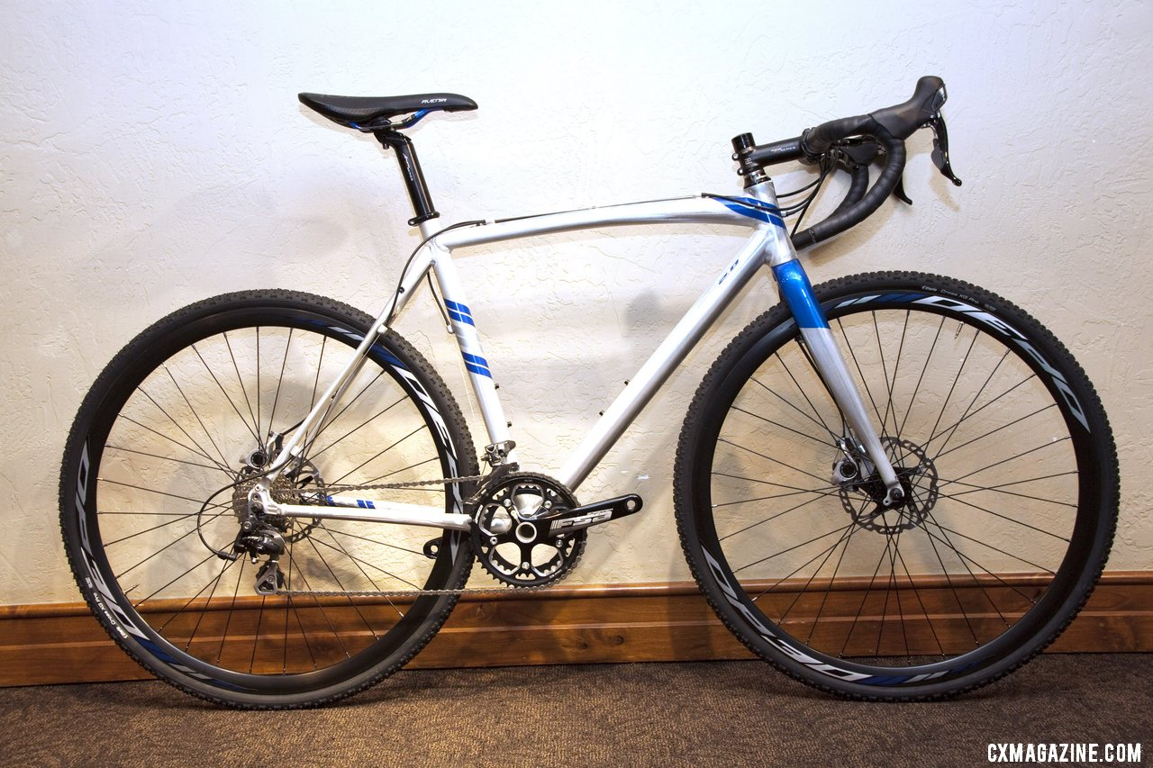 The Raleigh 2013 RX 2.0 features Shimano 105 and CX70 components, an FSA Gossamer Cross crankset and Avid BB5 brakes. © Cyclocross Magazine