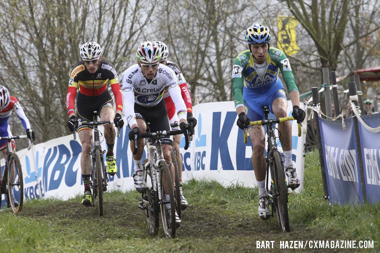 Sven Nys (Crelan-KDL), center, and lead riders crest one of the rollers. © Bart Hazen