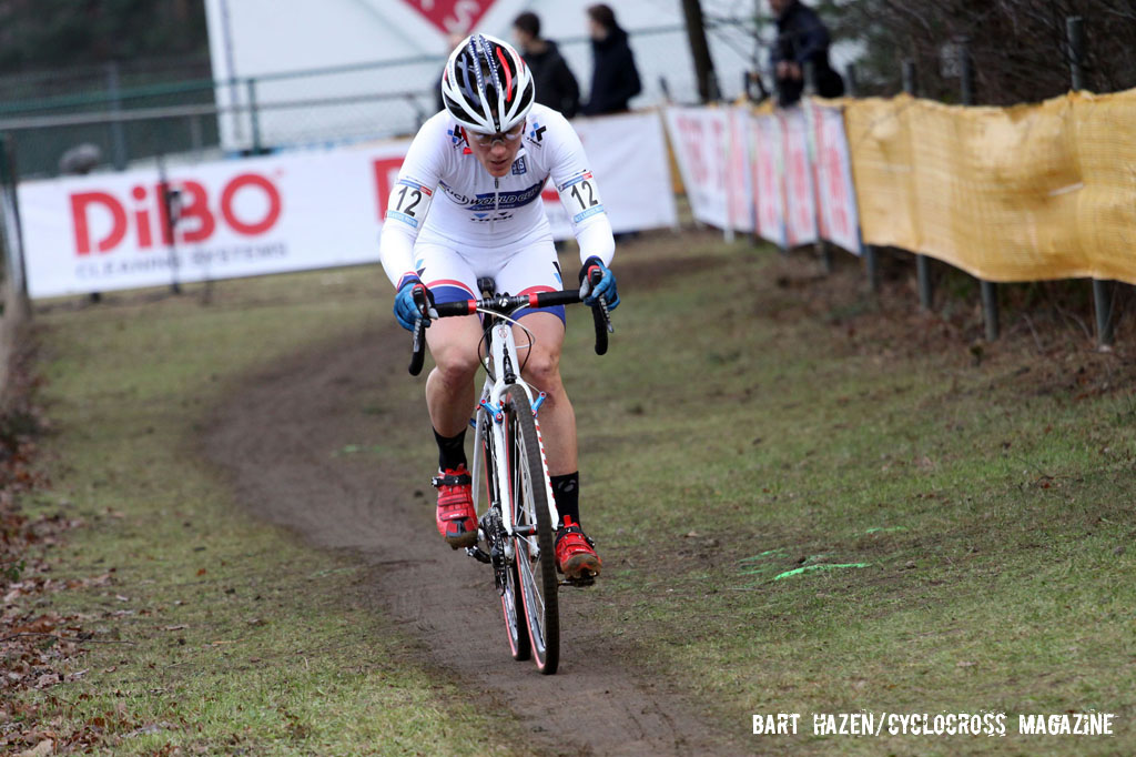 Katie Compton continuing to press forward. © Bart Hazen / Cyclocross Magazine