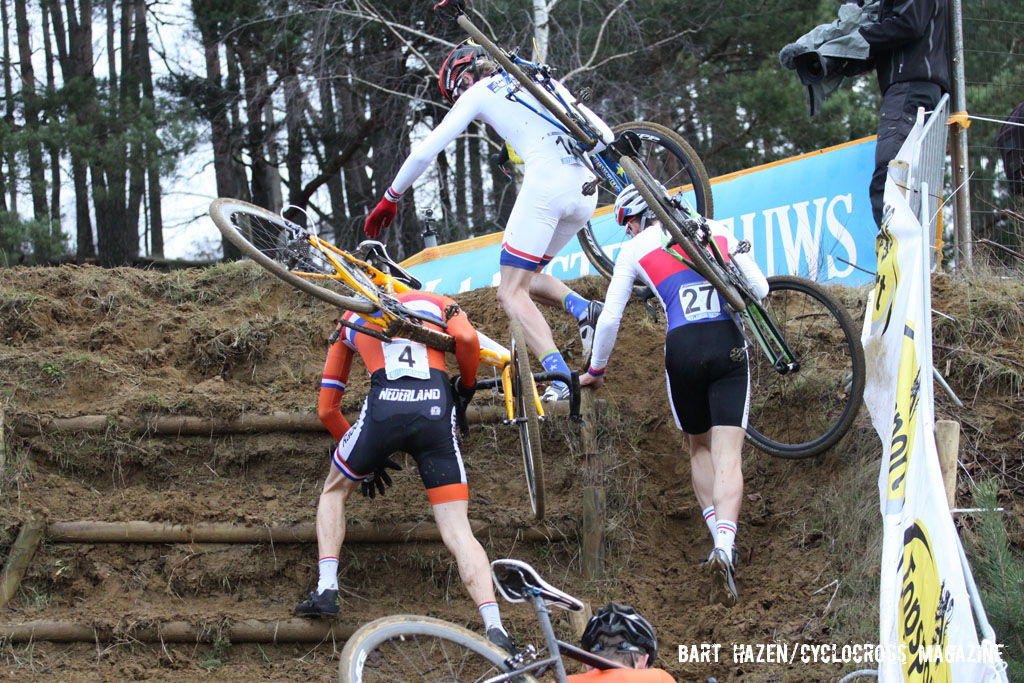 The Junior\'s race leaders negotiate the run up. © Bart Hazen / Cyclocross Magazine
