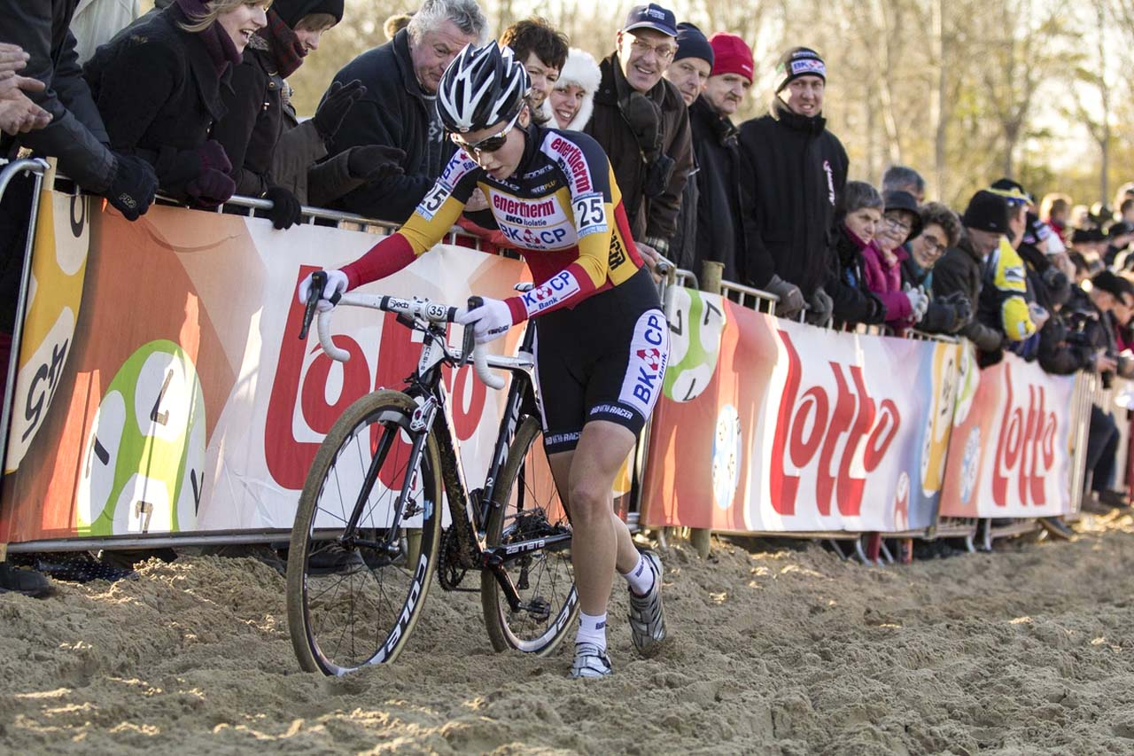 Sanne Cant (Enertherm-BKBKCP) on her way to a second place finish at Koksijde. © Thomas van Bracht