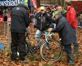 The pit crew of Sven Nys. ? Dan Seaton