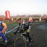 azencross-cv-sm-jeremy powers trailing bart aernauts with heule in tow.jpg