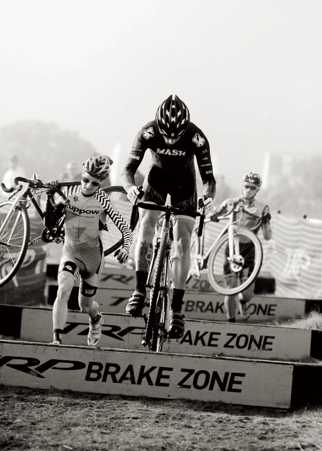 Derek Yara (Mash SF) puts on a clinic in the TRP Brake Zone, BASP #4. Bay Area Cyclocross © Vantage Velo