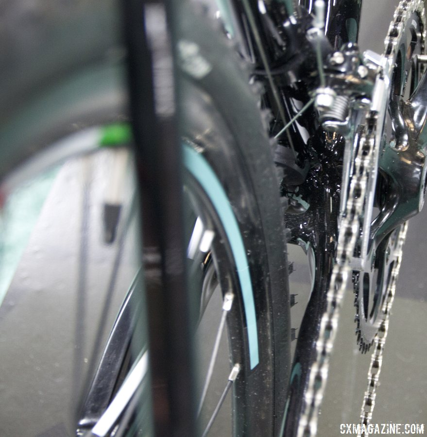 Decent mud clearance at the chainstays on the Bianchi 2014 Zurigo. © Cyclocross Magazine