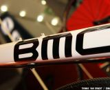 Down tube of the BMC GF02 shields full housing for the front and rear derailleurs.©Thomas van Bracht