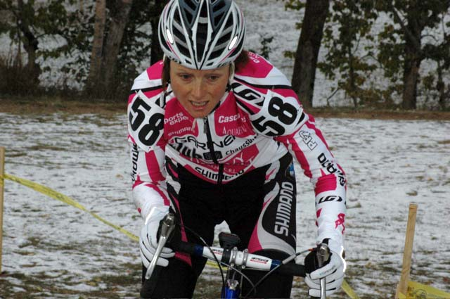 Natasha Elliot (Garneau Club) on her way to her first Elite Cross Podium 3rd Place