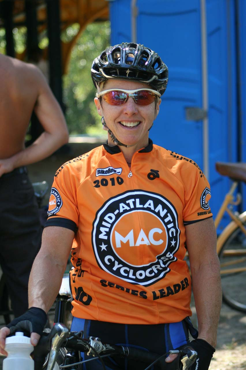 C3's Laura Van Gilder has a firm hold on her third MAC series jersey. © Jamie Mack