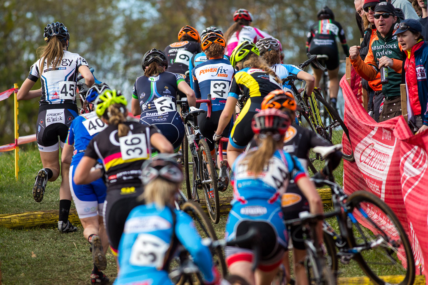 The back half of the women\'s field tackles the run-up. © Kent Baumgardt