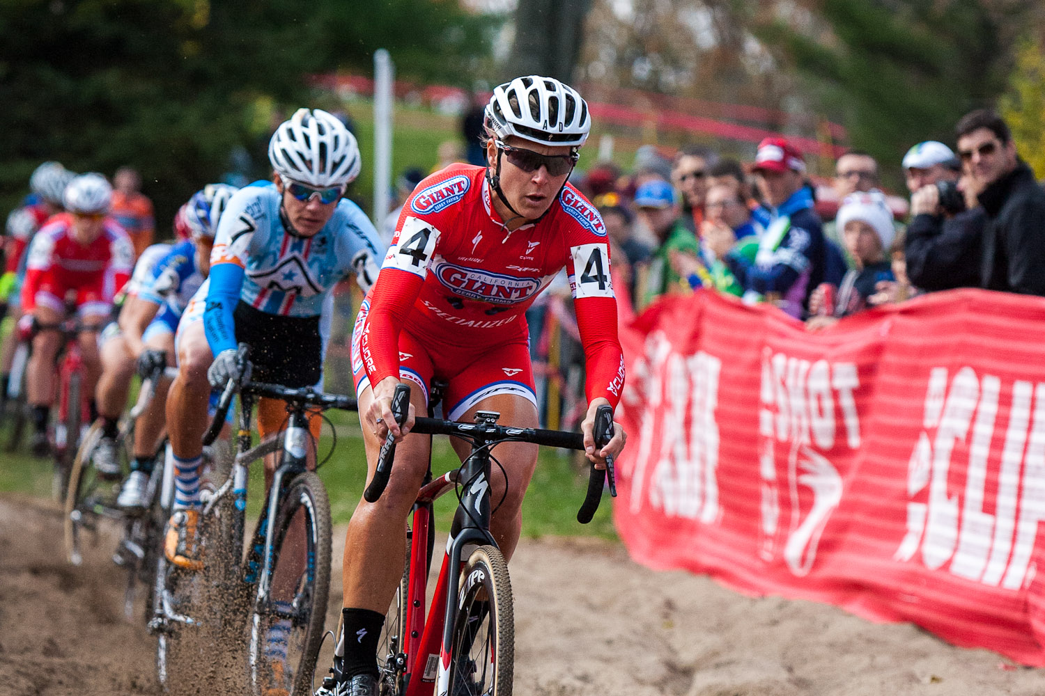 Meredith Miller leads the group through the sand pit. © Kent Baumgardt