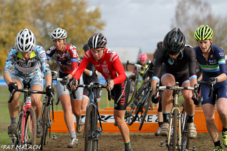 The Women\'s A field goes over the barriers early on the first lap. © Pat Malach