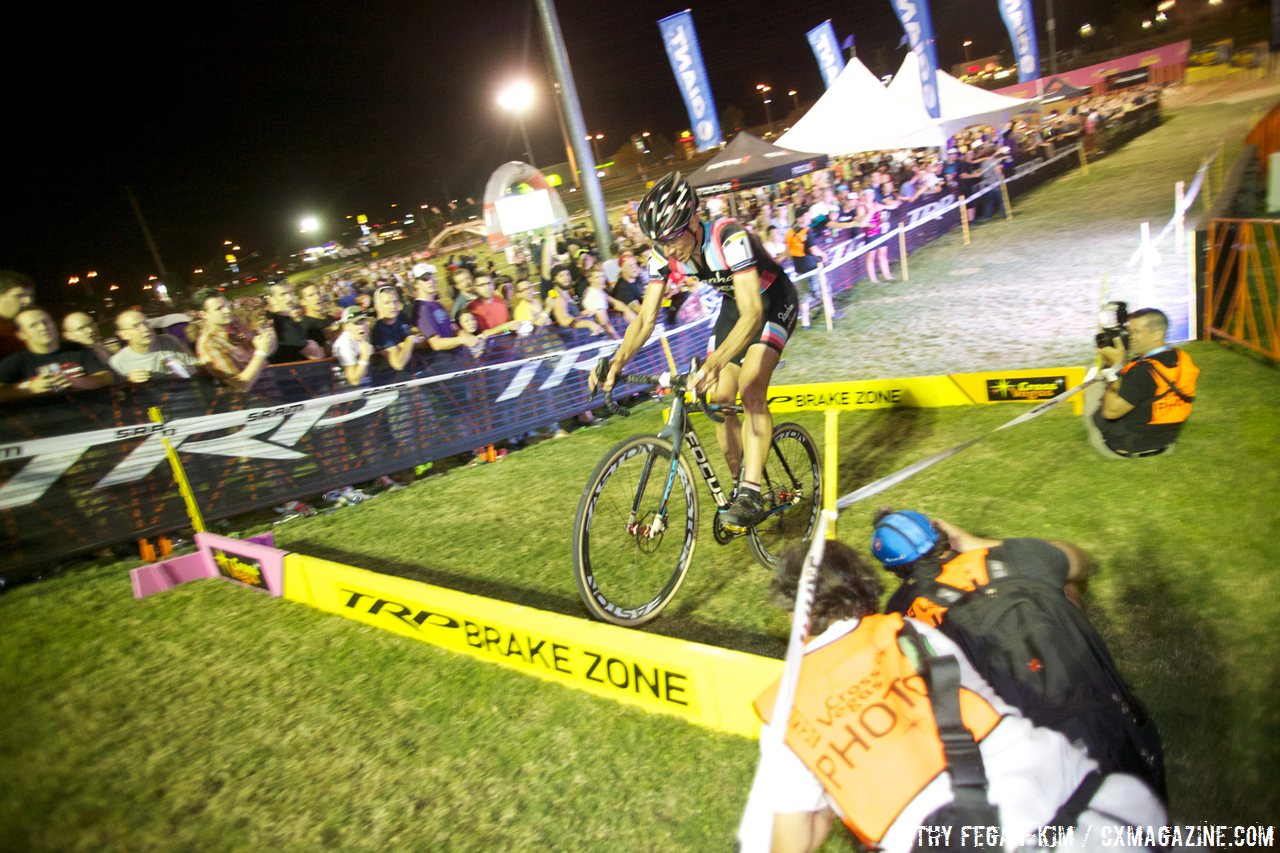 Jeremy hops the barriers at Cross Vegas 2013. © Cathy Fegan-Kim / Cyclocross Magazine