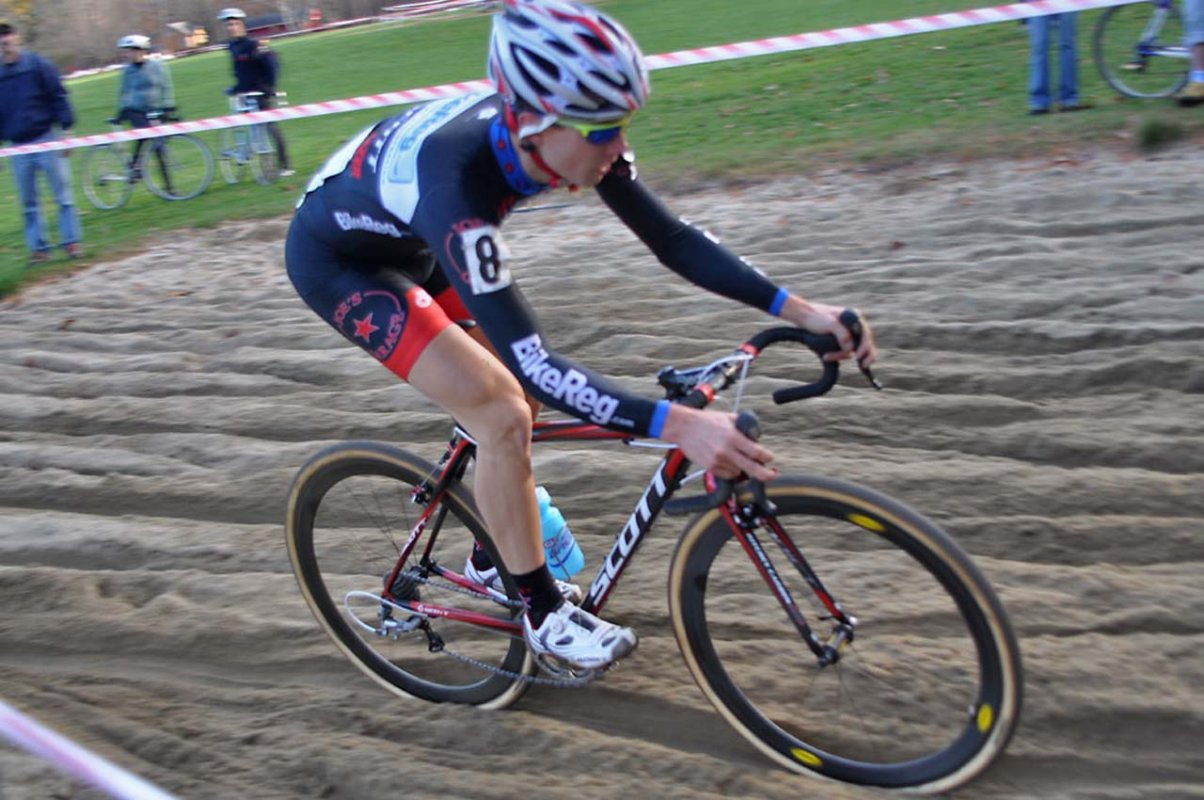 Jerome Townsend (bikereg.com/Joe's Garage/Scott) hits the sand © Dave Chiu